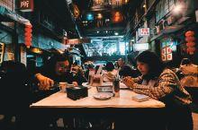 文和友老长沙龙虾馆里,所体现的是老长沙城区的街区文化,融合了老长沙的人文情怀和特色餐饮的新创意。其在