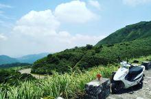热气袅袅的马蹄凹谷-小油坑   这次来台北,跟朋友一起打卡了一个特殊的景点-小油坑。从外观来看,我觉