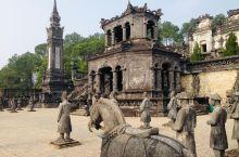 末代皇陵——Tomb of Khai Dinh  这座位于顺化城外十五公里的皇陵,埋葬的是越南仅在位