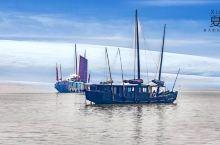 渔港是渔船一路航行的宿地。 就像一个旅途劳顿的人,家才是他的归宿。 渔港的气息如波浪一般起起伏伏,
