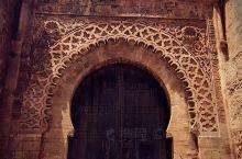 环游摩洛哥一圈,终于从舍夫沙万开始让人感受到度假般的轻松。 首都拉巴特王宫门前,没有游客。  海岸线