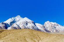 万山之祖,巍巍昆仑,中国第一神山,孕育出慕士塔格峰、公格尔峰、公格尔九别峰,三山耸立,如同擎天玉柱,