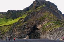 冰岛维克晚上20:30时,能看到晚霞,听着海浪 声。因为冰岛地处高纬度66,日照时间长。