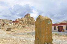 古格王朝遗址位于西藏阿里地区札达县托林镇,9世纪中叶,吐蕃王朝崩散,部分王室后人逃往阿里,建立了三个