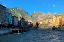 """舟曲是藏语""""龙江""""之意,因白龙江穿县境而得名,舟曲建制始于先秦。  现在的舟曲被世人所熟知,或是因为"""