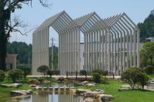我骨子里肯定是农民,第一次玩建筑就是设计农业旅游项目,位于湘西永顺县芙蓉镇(王村)高铁站(建设中)对