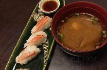 跟随小伙伴的脚步,一到札幌马上去吃一顿鲜到飞起的蟹料理 一本满足!点了三人份的一个套餐,包括帝王蟹毛