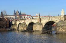 布拉格的查理大桥和伏尔塔瓦河
