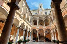 荡漾着音符的宫殿    地理坐标:意大利科莫省热那亚   开放时间:周二至周五上午9:00至晚上7: