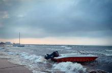 海风吹过,一种清爽扑面而来,踏着海的浪漫,去追寻海的灵魂,融入大海。