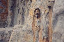 洛阳 | 龙门石窟  开凿于北魏,当时的一把手孝文帝迁都,从大同到洛阳,开始轰轰烈烈的造佛运动,便把