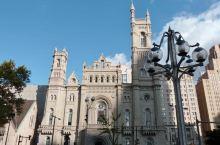 建筑王国:别样的豪华教堂  我闺蜜的梦想就是在华丽的教堂里面举办婚礼,所以每到一个城市旅游,她一定要