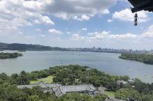 来杭州推荐打卡地:西湖雷峰塔! 这里可以看到:西湖南、西、北三面 清晰可见:湖中白堤、苏堤、杨公堤、