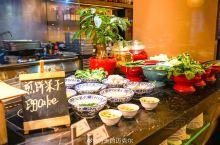 为什么成都这家五星级酒店,可以吃到不同地方的特色美食呢? 成都是一座美食之城,而位于成都的丽思卡尔顿