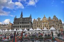 布鲁塞尔大广场Grande Place始建于12世纪,是欧洲最美的广场之一。1998年联合国教科文组