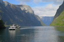 挪威的格嗯峡珍是世界上最长的峡湾。