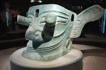 三星堆博物馆的青铜器,华夏文明与西方文明的交汇路口!大异于商周青铜文化的巨型青铜面具、飞鸟崇拜、金面