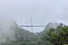 这次旅行赶上了印尼大火的影响,空气不是很好,天气也不是很好,打卡687米的天空之桥,若隐若现的,也是