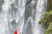 德天瀑布位于广西崇左市大新县硕龙镇,中国与越南边境处的归春河上游。这条跨国瀑布,位于国内的部分,叫德