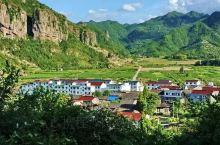 国庆节,在天台山寻一隅清幽,享山水田园之乐。青山环抱、绿水长流的村落,是隐匿在天台山璀璨明珠般美景中
