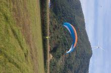滑翔伞基地,一次500元,风景挺美的,从山上滑下来