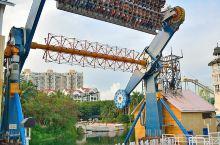 深圳欢乐谷,位于深圳市南山区侨城西街18号,于1998年建成开园。是一座融参与性、观赏性、娱乐性、趣