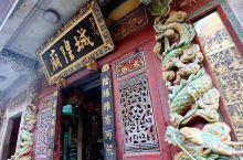 每一个有历史的城市里,都会有几条老街。石狮,这个离晋江不远的城市,光是城隍庙周边,就围绕着好几条老街