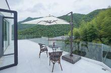 推荐民宿 莫干山ZAN精品民宿 由英国设计师设计营造,民宿位于莫干山风景区南麓。 客房各具特色,非常