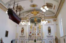 圣母大教堂从外面看挺小的,在一个小广场上,从尚普兰大街走过去很近,只要几百米吧。 里面修缮维护的非常
