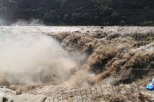 壶口瀑布可以从山西方面看,也可以从陕西方面看过去。一般来讲壶口瀑布看山西一侧更加壮观,因为瀑布本身陕