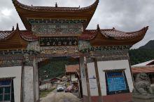 小西天尕咪寺,不太熟悉的寺庙,从汉中去黄龙的路上路过看到寺庙金碧辉煌,周边景色优美就下车转了转,因没