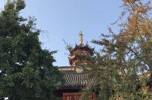 鸡鸣寺.....号称四百八十寺之首。名头挺大,也还是江南的小巧。原本以为一个小时不够用,实际进去后差
