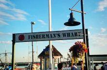 温哥华渔人码头在列治文,又称史提夫斯顿渔村。每天都有新鲜打捞上来的各种鱼、虾、贝、蟹等,价格好便宜。