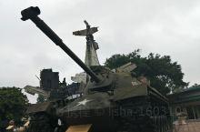在越南河内最大的城市广场~【巴亭广场】游玩时,并旦参观了【军事博物馆】。