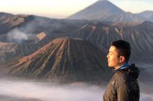 布罗莫火山日出  冲着布罗莫火山来的,为了看日出,凌晨2点半就起来了,3点和朋友集结出发。导游叮嘱大