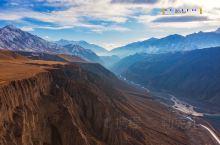 独山子大峡谷与库车大峡谷,是独库公路天山南北两端的大自然馈赠,但这两个大峡谷画风迥异。如果说库车大峡