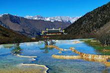 黄龙以规模宏大、结构奇巧、色彩丰艳的地表钙 黄龙风景名胜区  华景观为主景,以罕见的岩溶地貌蜚声中外