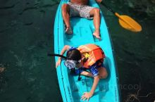 芒果湾精品度假村 位于涛岛的最北边,与世隔绝,没有路的,只能坐船过去,酒店的船含接送到码头,每天有两