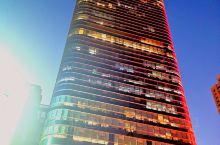 光谷的夜  每个建筑都是有灵魂的,它来自于不同的结构,也展现出不一样的风格,是每个城市的标志,下一个
