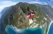 终于梦想成真,在近二千米的高空勇敢起跳,风很大,有点冷,俯瞰地中海死海,好美,太美,超美,醉美……好