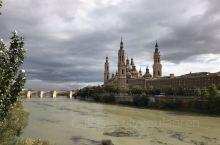皮拉尔圣母教堂位于西班牙的萨拉戈萨,是西班牙重要的朝圣地之一。