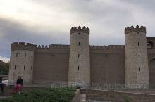 阿尔哈菲利亚王宫建于11世纪,是当时伊斯兰统治者享乐的宫殿,被联合国教科文组织命名为世界遗产。位于西
