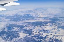 飞行之美 坐国际长途航班时,大部分选择的过道,选择靠窗位置,一般是黑夜或者云彩遮住了万米之下的地面的