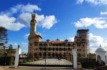 蒙塔扎宫(埃及夏宫)花园。蒙塔扎宫位于亚历山大海滨大道东端,花园内椰枣林环绕,景色绝佳,环境优美。园