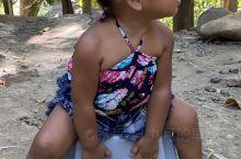 苏比克湾地区的原始部落小孩