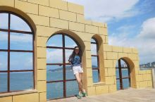 闸坡大角湾位于广东省阳江市海陵岛闸坡镇东南方向,背倚青山翠岭,独得大自然垂青。以阳光、沙滩、海浪、海