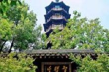 公园是海宁城内的一座山丘,是一个免费的公园,主要景点是山顶的元代智标塔,山脚下有蒋百里纪念馆,蒋百里