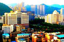【多彩贵州】贵州饭店:俯仰皆是风景 那一个盛夏时节,驻足贵州饭店。俯瞰八角岩石省政府周边,金色阳光下