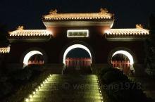 徐州户部山,我个人觉得玩起来还是不错的!西楚霸王项羽的戏马台就在这里,晚上的夜景也是很美的!景区不大