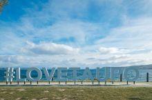 新西兰北岛湖滨小镇陶波 陶波是位于新西兰北岛中部的一个小城市。陶波地区议会坐落于陶波市中心。陶波的名